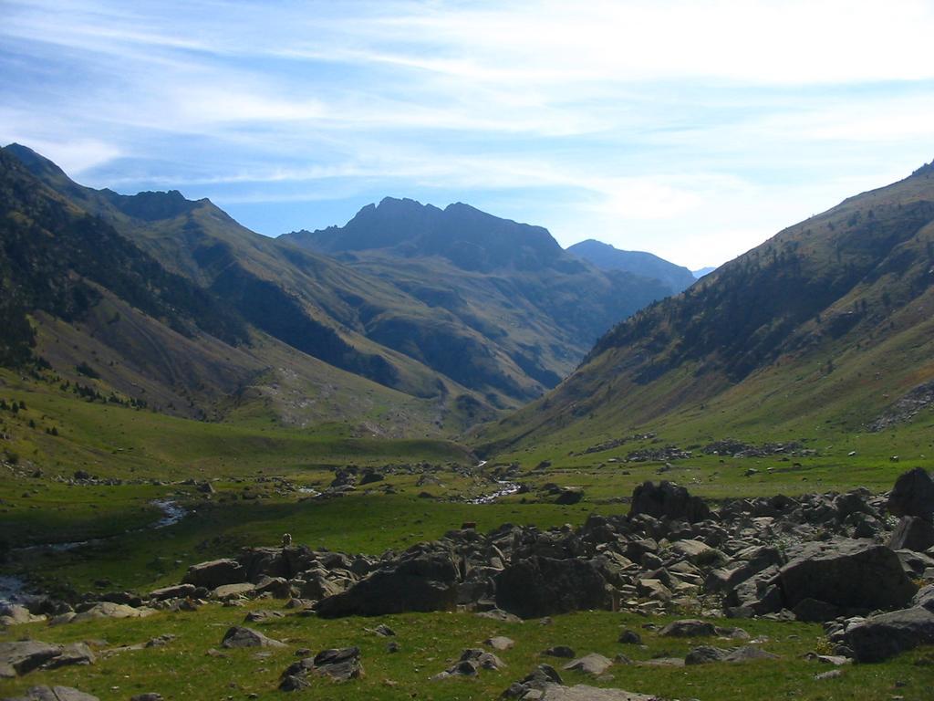Trekking in the Pyrenees (Sept 2004)
